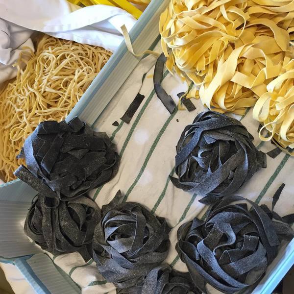 Tra gli ingredienti che non mancano mai in cucina la pasta fresca