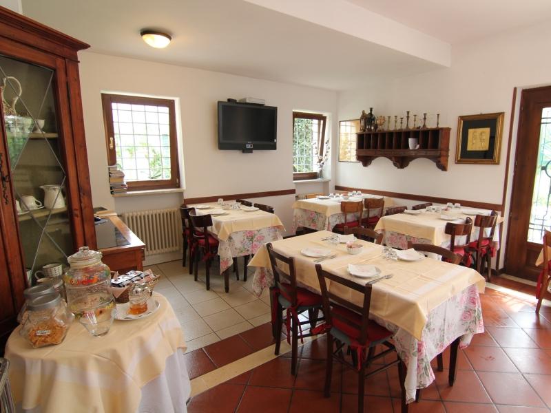 La sala colazioni dell'Albergo Lovise